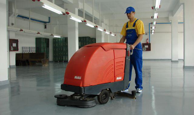 Manet utilise du matériel de marque et de qualité pour un nettoyage parfait